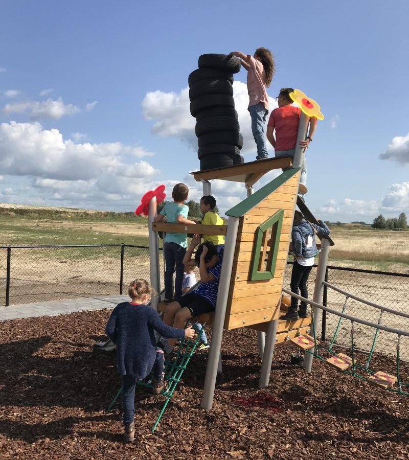 Buiten bij speeltoestel